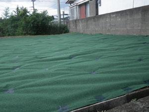 草刈り作業後 防草シート施工事2